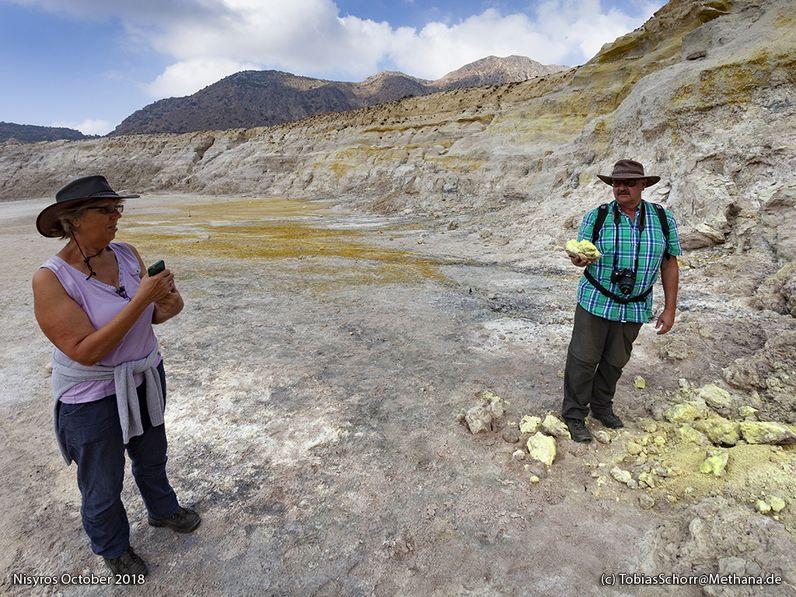 Gäste im Krater von Nisyros (c) Tobias Schorr