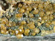 Grüne Granatkristalle von der Insel Palia Kameni (c) Tobias Schorr