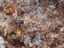 Glasopal (Hyalit) aus den Pillowlaven. (c) Tobias Schorr