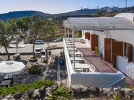 Das schöne Hotel Akrotiri ist seit Jahren unser bevorzugtes Hotel in Akrotiri. (c) Tobias Schorr