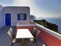 Der Höhepunkt auf den Santorinreisen kann ein Sonnenuntergang von der Terrasse des Hotels Guilelmos sein! (c) Tobias Schorr
