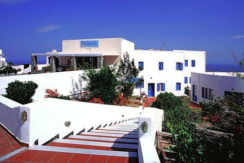 Auf unseren Santorinreisen ist das Hotel Anemomilos eines unserer Lieblingshotels auf Santorin (c) Tobias Schorr