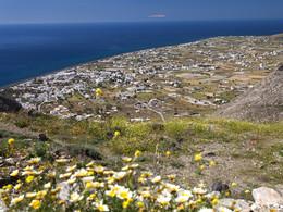 Blick auf Perisa. Im Hintergrund kann man die verschneiten Berge auf Kreta erkennen. (c) Tobias Schorr, 26 April 2017