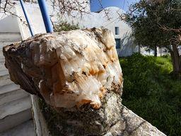 Kalzitkristalle an einem Laden in Pyrgos.
