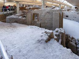 """Der berühmte """"Dreiecksplatz"""" in der Ausgrabung von Akrotiri."""