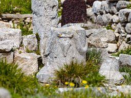 Weihestein mit römischem Stier.