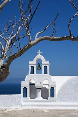 Auf Santorinreisen kann man die vielen schönen Kirchen der Insel Santorin fotografieren. (c) Tobias Schorr