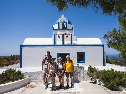 Bei der kleinen Kapelle Profitis Ilias mit einer netten Wandergruppe aus Deutschland (c) Tobias Schorr