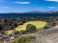 Der Kratersee des Ausbruchs von 726 n.Chr. auf der Insel Palia Kameni (c) Tobias Schorr
