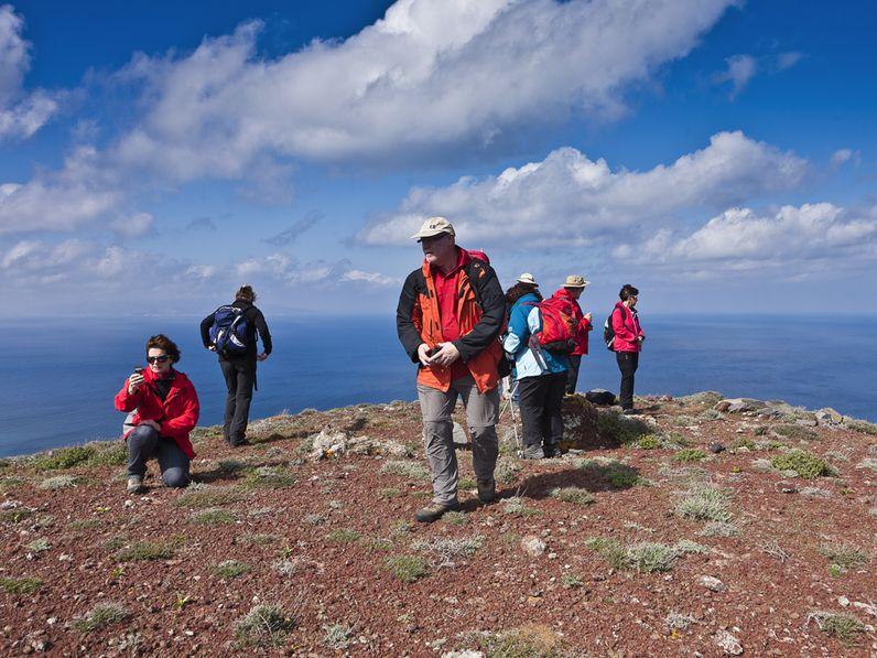 Mit einer österreichischen Gruppe auf dem Vulkan Kokkino Vouno bei Oía. (c) Tobias Schorr 2012
