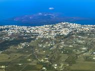 Blick auf den Hauptort Thira und den Vulkan Nea Kameni. (c) Tobias Schorr