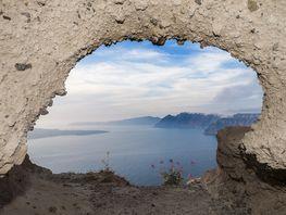 Das Fenster in die Kaldera von Santorin (c) Tobias Schorr