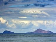 Die Christiana-Inseln sind ebenfalls alte Vulkane (c) Tobias Schorr