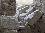 Diese Treppe zerbrach bei den Erdbeben, die den Vulkanausbruch von Santorin begleiteten. (c) Tobias Schorr